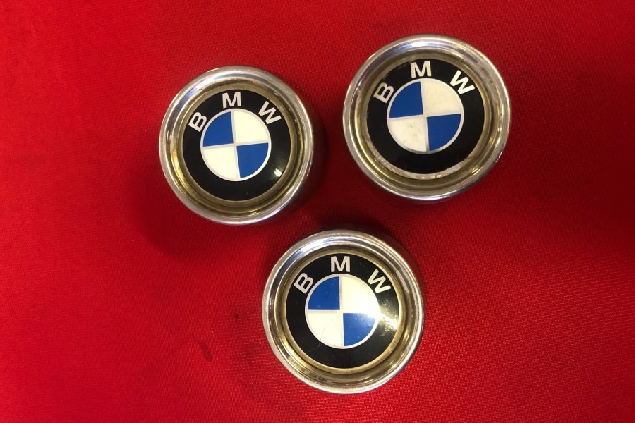 3 BMW Centre Cap Badges will be included